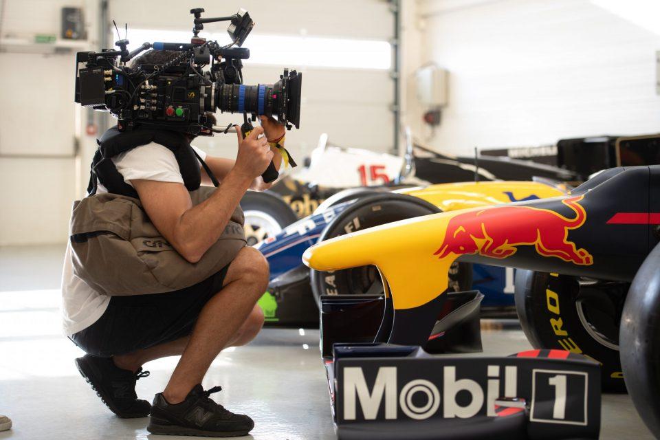 Een cameraman die filmt voor seizoen 1 van de Netflix Original