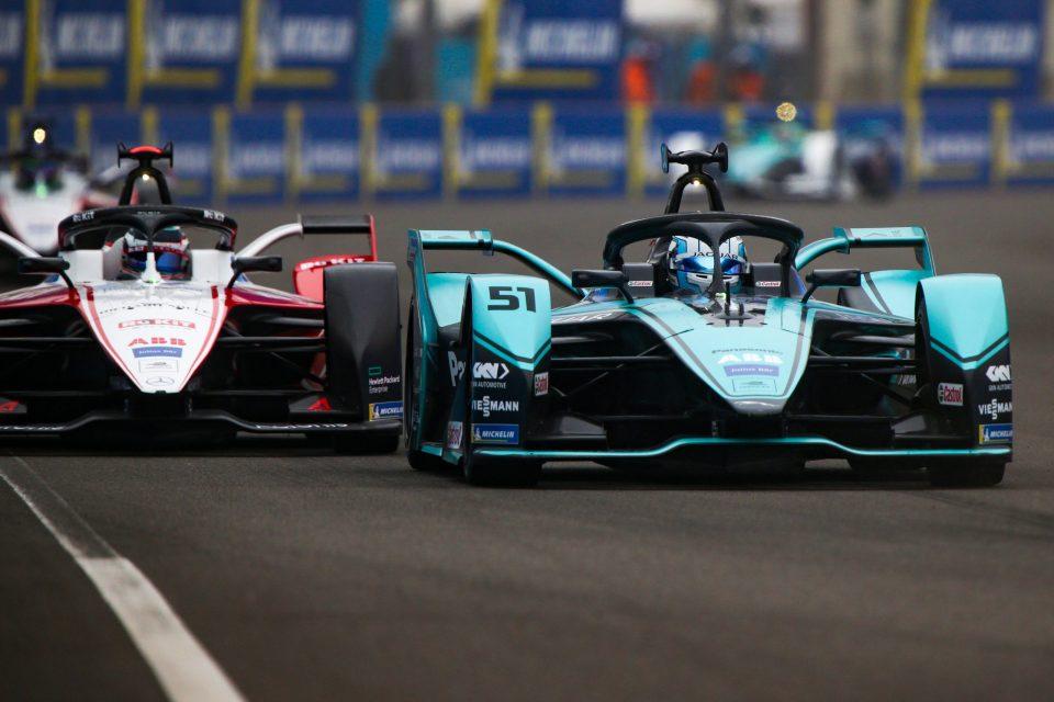 Twee Formule E-bolides