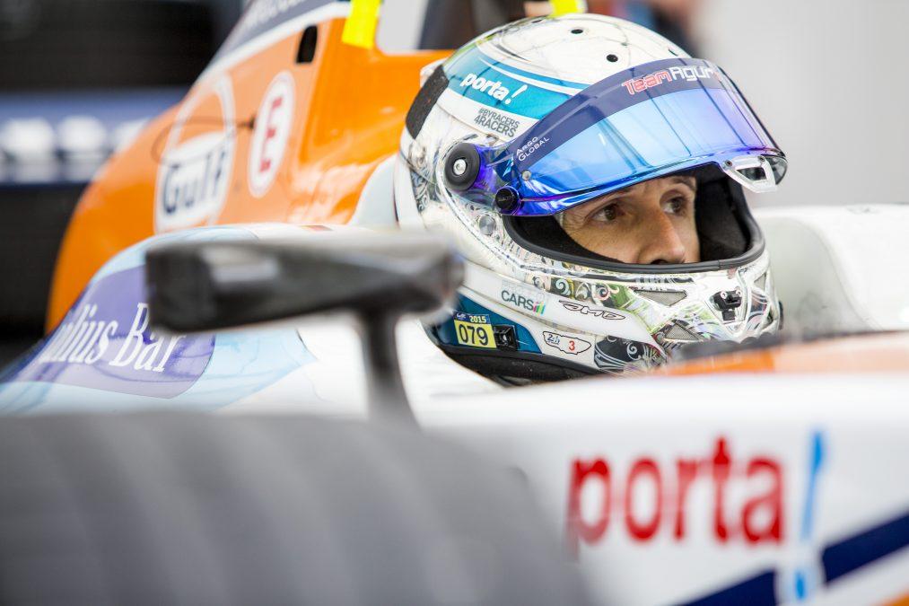 Rast in de Team Aguri Formule E-bolide in 2015
