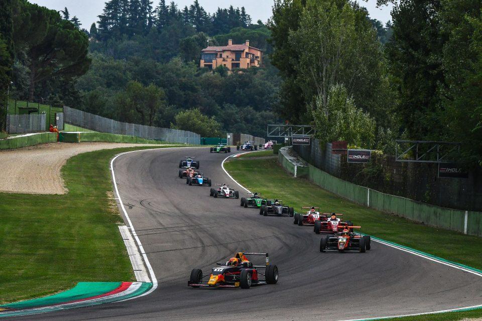 De Italiaanse Formule 4 afgelopen jaar op Imola