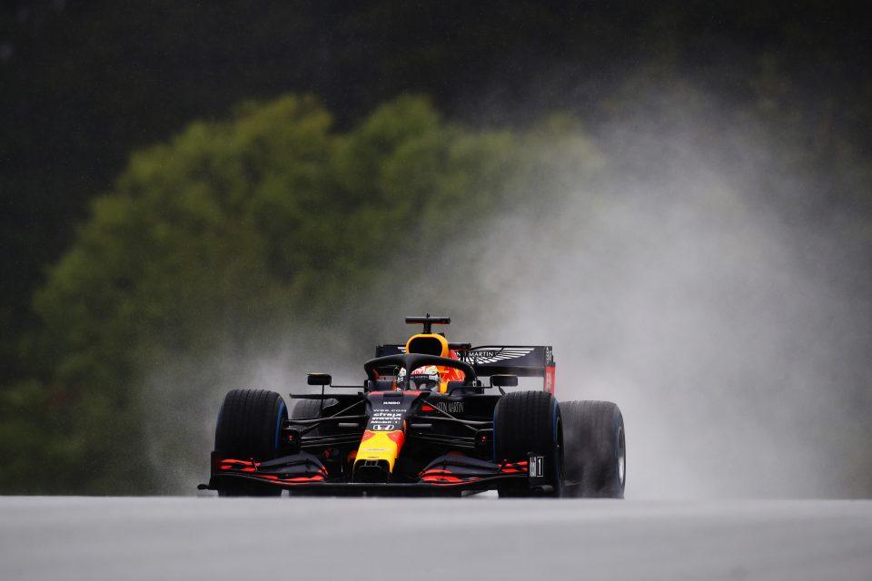 Verstappen tijdens de regenachtige kwalificatie in Oostenrijk