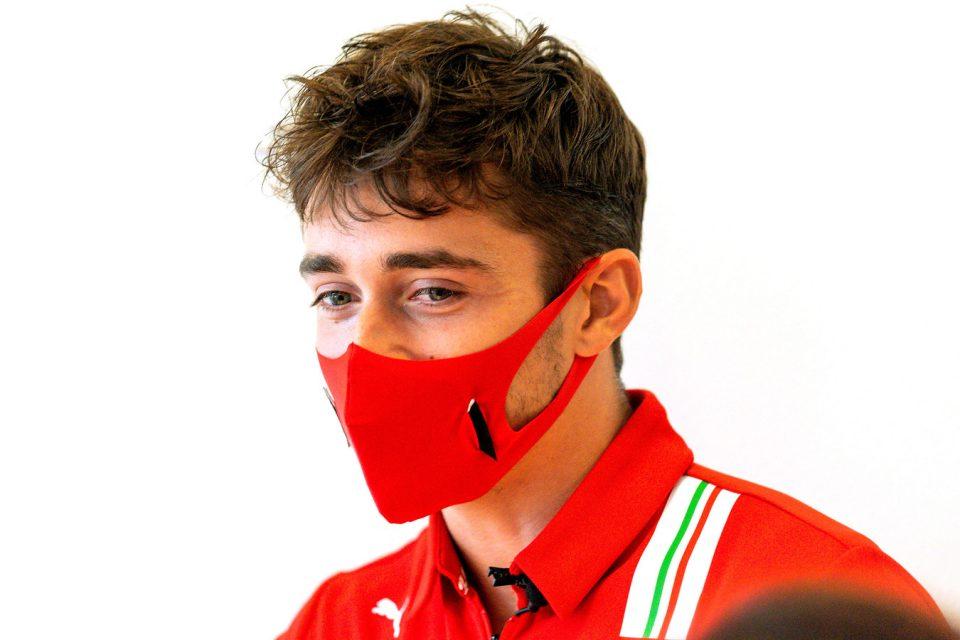 Leclerc met mondkapje